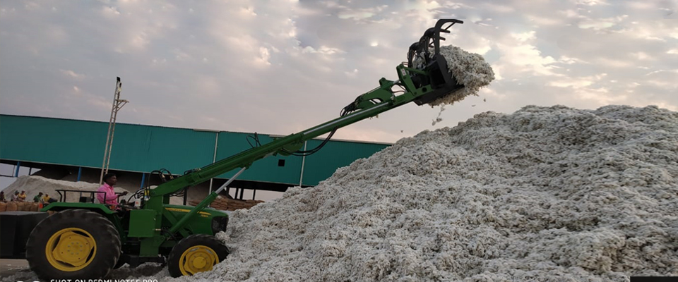 The cotton industry is one of the most demanding companies for the loaders name accordingly Cotton Loader.